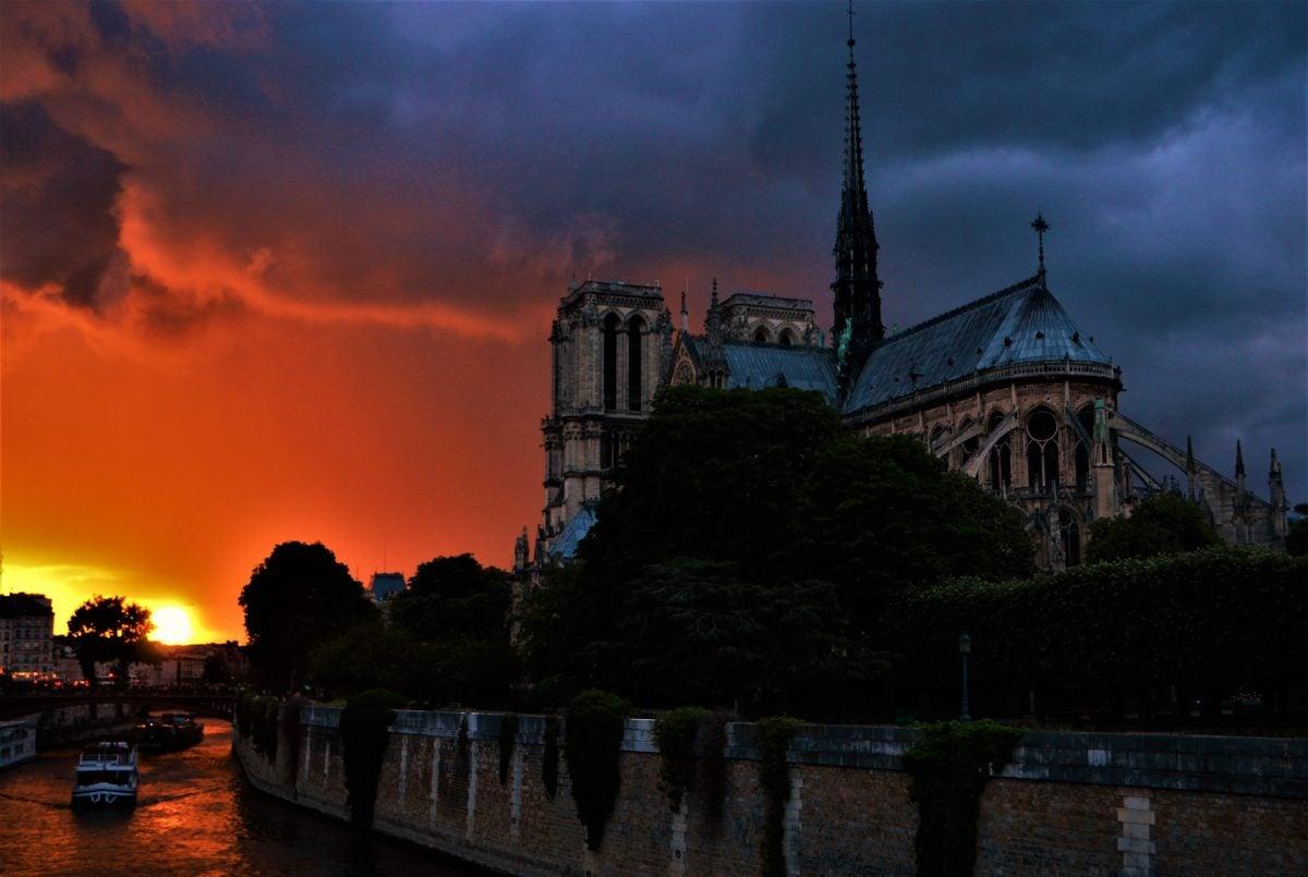 Photo POSTcard: Sun Set Over Notre Dame de Paris
