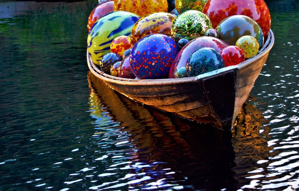 East Coast Meets West Coast – A Dale Chihuly Exhibit at New York's Botanical Gardens