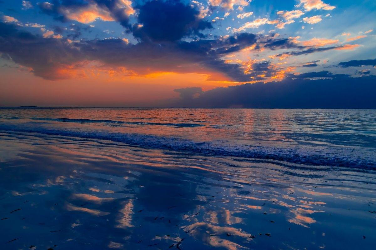 PhotPOSTcard: A Zanzibar Sunrise