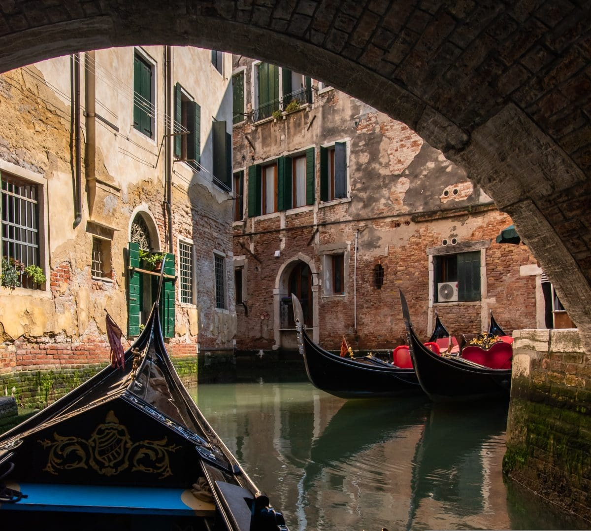 PhotoPOSTcard: Venice From a Gondola's Perspective