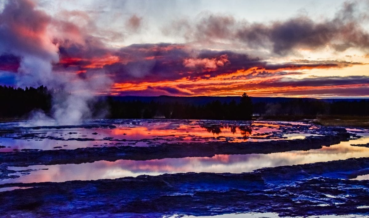 PhotoPOSTcard: Sunset over the Great Fountain Geyser