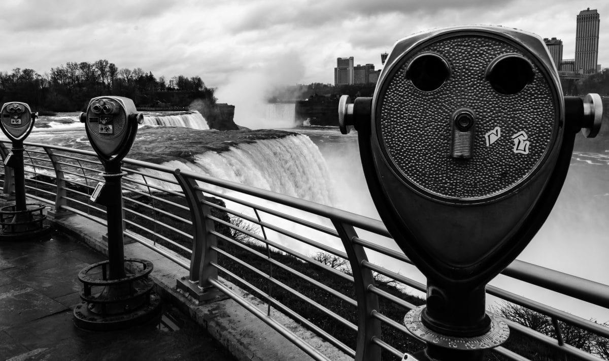 PhotoPOSTcard: Falling for Niagara Falls